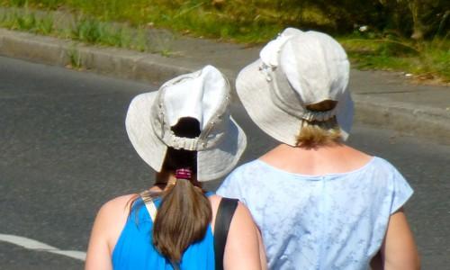 Hübsche Hutmacherinnen