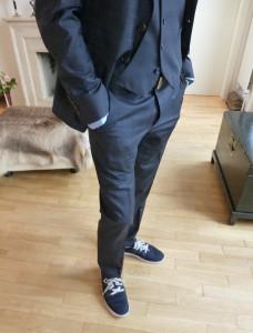 Friseur Eric. Anzug von Joop, Weste von Boss, Turnschuhe von Adidas. Foto © Rose Wagner
