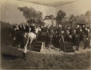 Abendgesellschaft von C.K.G. Billings für Herren im Pferdesattel, 1903. Foto © Museum of the City of New York, Byron Collection