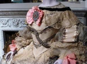"""Details des Ballkostüms """"Infantin Margarita"""".  Foto © Rose Wagner"""