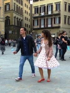 Petticoat mit Streublümchen-Muster auf dem Piazza Santa Croce. Foto © Rose Wagner