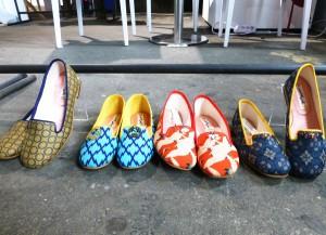 Schuhe aus abgelegten Kimono-Gürteln, Label Liv:ra, 2015,  Ethical Fashion Show Berlin. Foto © Rose Wagner