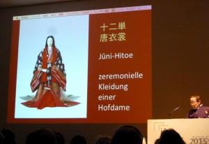 Kleidung einer Hofdame in der  Heinan-Periode (8.-12. Jh.). Foto © Rose Wagner