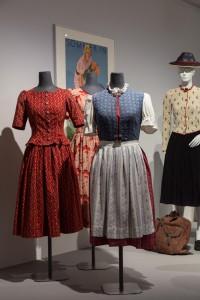 Dirndlkleider. Foto © Münchner Stadtmuseum.