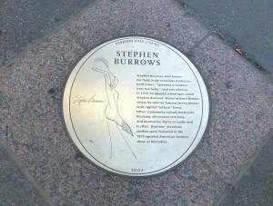 Plakette für Stephen Burrows auf dem Fashion Walk of Fame.  Foto © Rose Wagner
