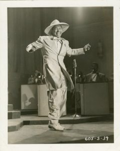 Cab Calloway im Zoot Suit bei einem Bühnenauftritt, um 1930. Foto © The New York Public Library Digital Collections