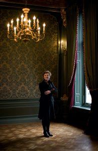 Sigrid Ivo im Salon des Taschenmuseums. Foto © Taschenmuseum Hendrikje Amsterdam / LODB-Ivo