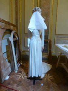 Madeleine de Rauch, Hochzeitskleid mit Kopfschmuck, 1943