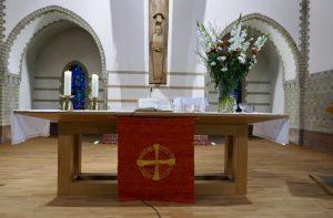 Altar-Antependium, ca. 50 Jahre alt, Ev. Trinitatis-Kirche, Berlin-Charlottenburg. Künstler und ausführende Werkstatt nicht bekannt. Foto © Rose Wagner