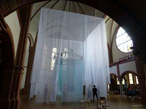 Reformationskirche Berlin-Moabit, Installation AN GESICH T von Beate Baberske, Paramentenwerkstatt Neuendettelsau. Foto © Rose Wagner
