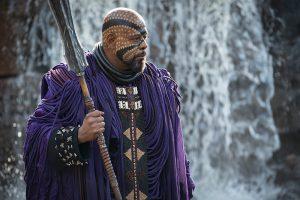 Zuri (Forest Whitaker), Schamane und Stammesältester, sein Kostüm verbindet nigerianische Traditionen mit japanischen Einflüssen. Foto © Marvel