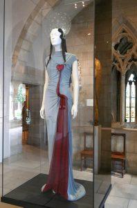 """Jean Paul Gautier, 2007, Symbol des """"Unbefleckten Herzens Marias"""", durchbohrt von einem Schwert, Zeichen der trauernden Gottesmutter. Foto © Rose Wagner"""