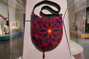 Linda Gravenites, Handtasche für Janis Joplin, besticktes Ziegenleder, Glasperlen,1967. Foto © Rose Wagner