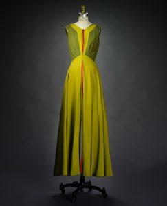 """Modell """"Ohne jeden Zweifel"""", Seidenkleid mit roten Akzenten, Frühjahr/Sommer 1939. Foto © Rhode Island School of Design Museum"""