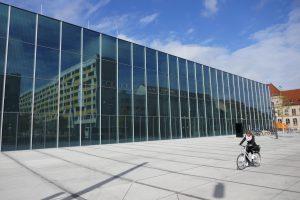 Front des Bauhaus Museums in Dessau