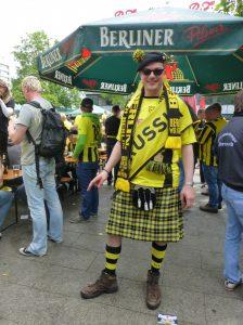 Borussia-Kilt-Träger in Berlin. Foto © Rose Wagner